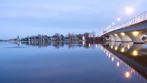 Walk to the Zaanse Schans over the Juliana bridge